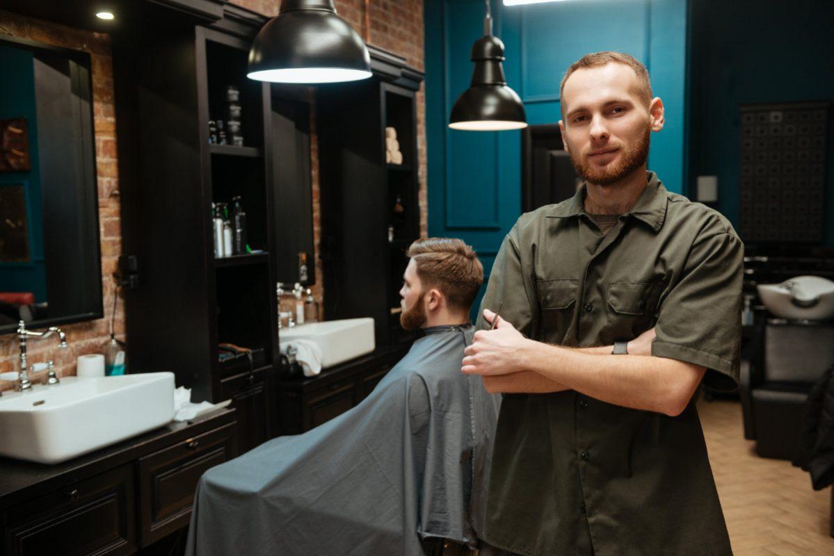 Care este salariul unui frizer?