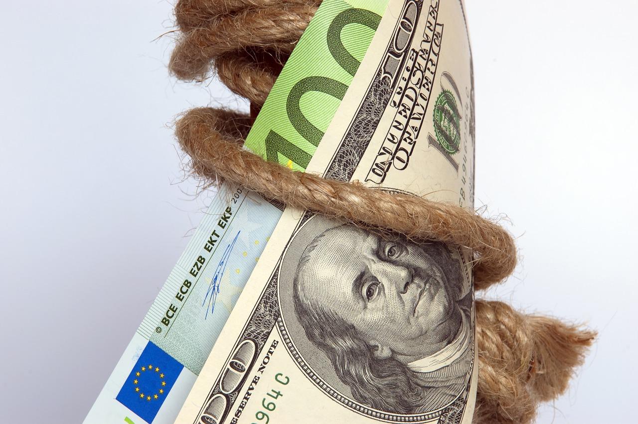 Reguli aplicabile operațiunilor de încasări și plăți în numerar. Sisteme moderne de plată