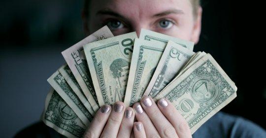 Cât câştigă cel mai bine plătit administrator de bani din lume | Bizlaw