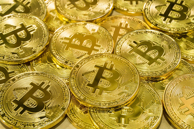Bitcoin 2017: Afacerea care a adus câștiguri de peste 1700% și mii de controverse într-un an